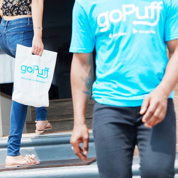 소량의 포장식품, 음료수, 약품을 즉석 배달해주는 고퍼프(goPuff) 배달 서비스. Courtesy: goBrands, Inc.