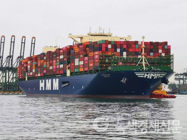 HMM의 세계최대급 컨테이너 2호선 '오슬로'호의 만선 출항 모습. [사진=HMM]